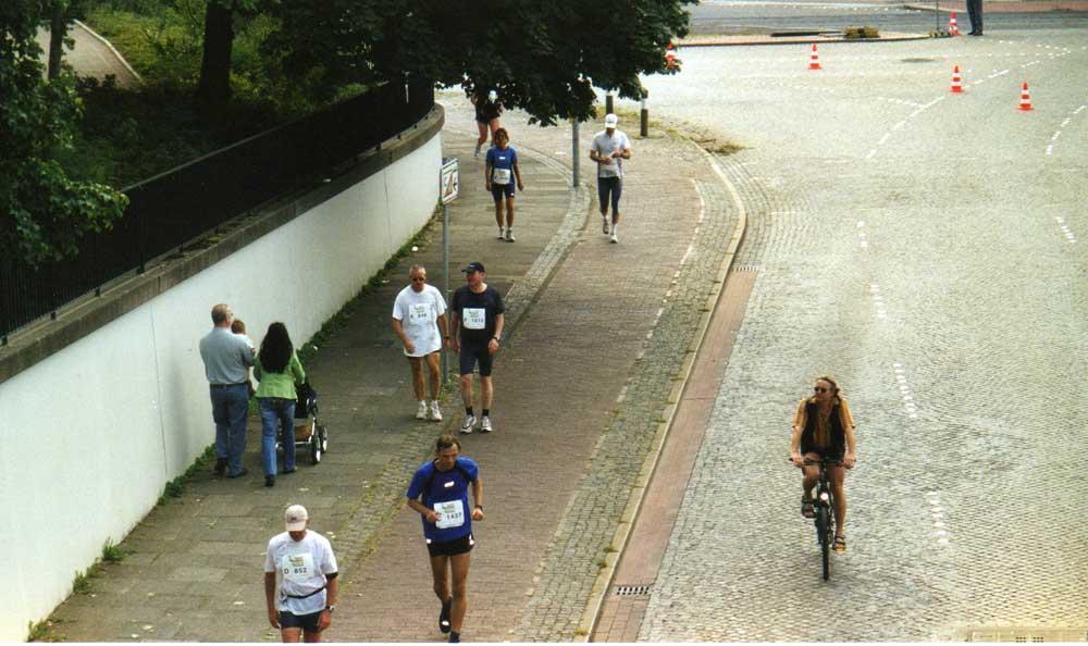 Zeit für einen Plausch ist immer - Bremen-Marathon 2005