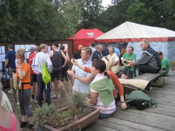 Warten auf die Urkunde - Goldenstedt-Marathon 2007